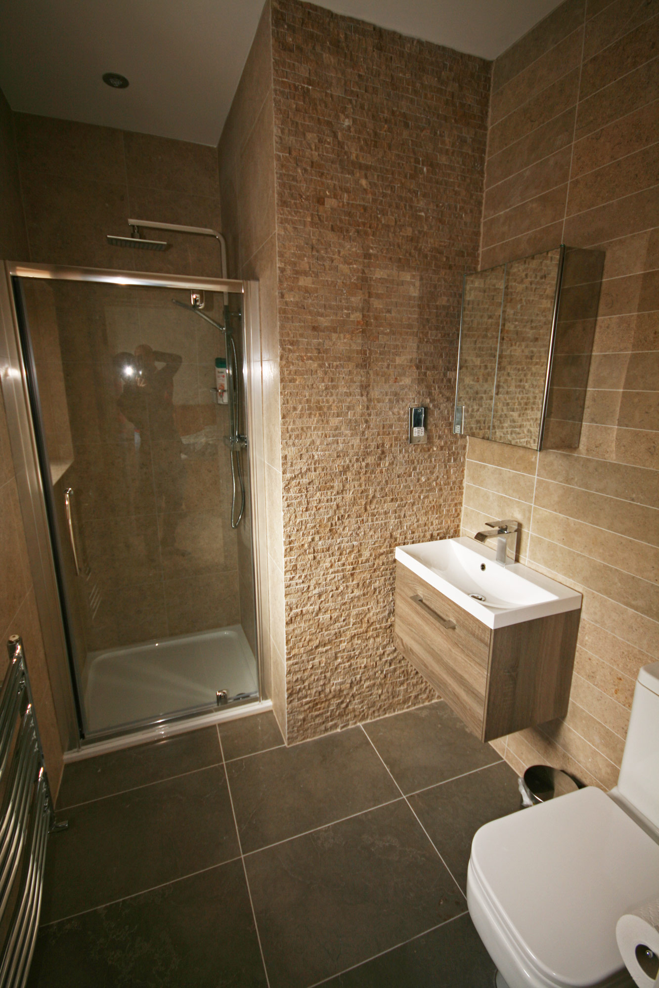 Stone floor wall tiles choosing your stone tiles off for Bathroom tile planner