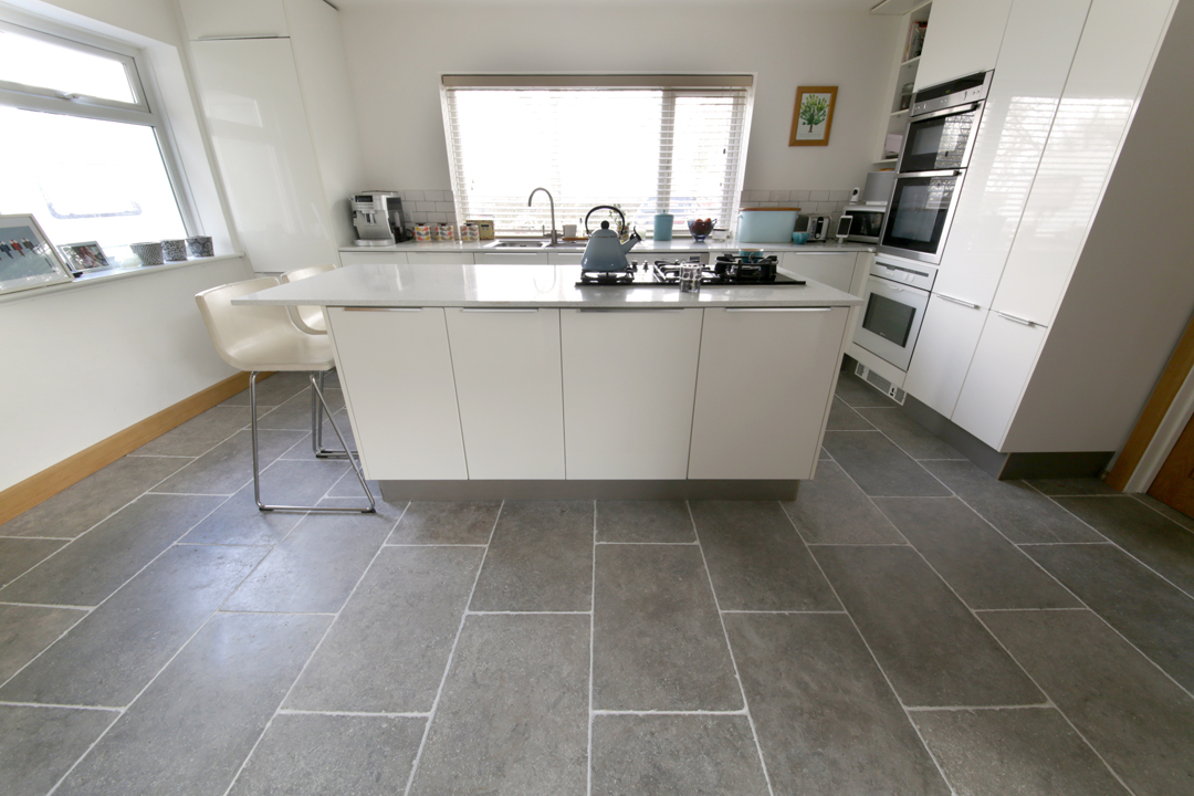 Milano Grey Tumbled Limestone Tiles (4)